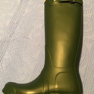 Hunter Shoes - New in Box Hunter Brand Tall Rain Boots Women's